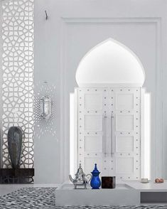 Moroccan Style Interior Design The horseshoe arches are extremely common in Moroccan design and are characterized by a large round Modern Moroccan, Moroccan Design, Moroccan Style, Design Marocain, Style Marocain, Interior Architecture, Interior And Exterior, Luxury Interior, Interior Ideas