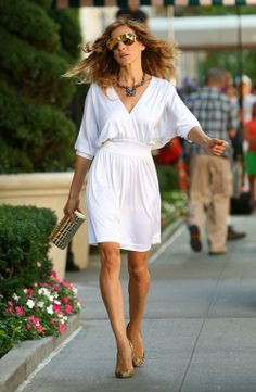 Spring 2010 Fashion - Celebrity Style with Sarah Jessica Parker for SATC 2 - The Fashionable Housewife Carrie Bradshaw Outfits, Tonne, Sarah Jessica Parker, Halston Heritage, Stunning Dresses, Fashion History, Film Fashion, Royal Fashion, My Idol