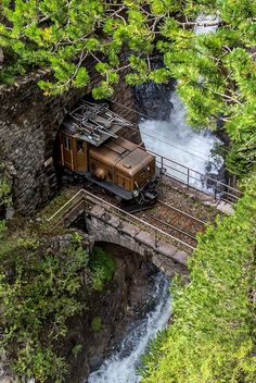 RhB Ge 6/6 I on the route towards Davos through the Zügenschlucht (gorge) with the «Bärentritt» passage, Switzerland | by Georg Trüb