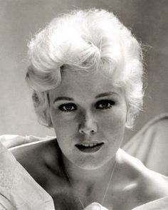 Kim Novak born Marilyn Pauline Novak February - American film and television actress Golden Age Of Hollywood, Hollywood Stars, Classic Hollywood, Old Hollywood, Hollywood Glamour, Hollywood Icons, Classic Actresses, Hollywood Actresses, Beautiful Actresses
