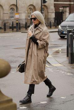 Этот стритстайл мы готовы рассматривать часами: что носят на Неделе моды в Лондоне | Buro 24/7 Beige Trenchcoat, Trench Beige, Beige Coat, Sarah Harris, London Outfit, What To Wear Today, How To Wear, Minimal Look, Sofia Coppola