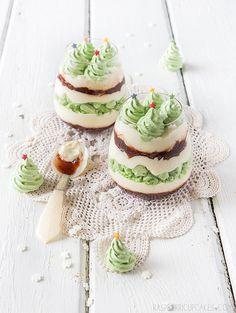 Christmas Mess with Christmas Tree Meringues by raspberri cupcakes | Flickr