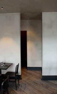 Vægge og loft er behandlet med pandomo. Det giver en helt speciel rustik overflade som er silkeblød.