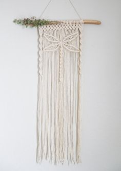 Macrame Wall Hanging Patterns, Yarn Wall Hanging, Macrame Plant Hangers, Macrame Patterns, Macrame Design, Macrame Art, Macrame Projects, Macrame Knots, Art Macramé