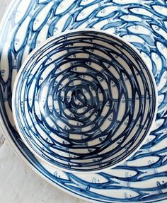 also home (vía Blue Fish dinnerware   They Call it the Blues)