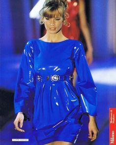 claudiaschiffer1:    Claudia Schiffer for Versace Fall Winter 1994/1995  reblogged with tintum.