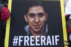 (SHERBROOKE) Raif Badawi, emprisonné depuis 1000 jours, sera honoré d'un prix Les reconnaissances s'accumulent pour le blogueur saoudien Raif Badawi, qui obtient le Prix du courage du Sommet de Genève pour les droits de la personne, un prix remis par une coalition d'organisations non gouvernementales. L'annonce de cette reconnaissance survient alors que le blogueur en sera à son 1000e jour de prison en Arabie saoudite, demain. (19 février 2015)