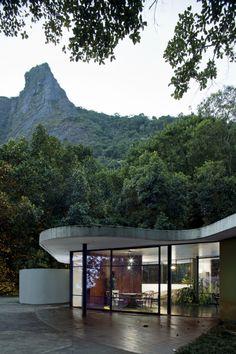 Residência na Estrada das Canoas (1952), Rio de Janeiro. Oscar Niemeyer.