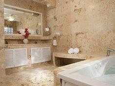Nach einem langen und warmen Tag kann man in diesem Bad so richtig abschalten! | Magen's Bay, St. Thomas, Amerikanische Jungferninseln, Objekt-Nr. 567299