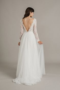 Lace wedding dresses with sleeves and open V-back | itakeyou.co.uk #weddingdress #longsleeves #openback