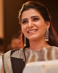Another nice click of Samantha during Seema Raja trailer launch. Famous Indian Actors, Indian Celebrities, Bollywood Celebrities, Indian Actresses, Samantha In Saree, Samantha Ruth, South Actress, South Indian Actress, Samantha Images