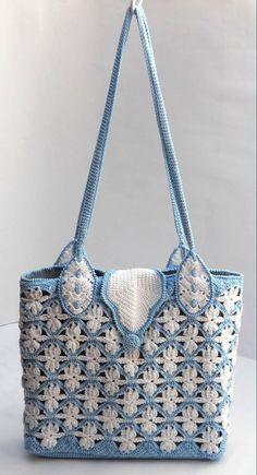 Летняя сумка связанная крючком с цветочным двухцветным от Luganika