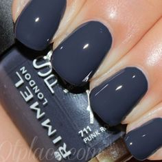 Navy blue nails are a popular nail color. Navy blue is one of the dark hues you rarely notice. Navy blue nails are very unique and delicate nowadays. From simplicity and sweetness, to patterns and designs, to lots of shine and luster, you can find n Grey Nail Polish, Nail Polish Colors, Polish Nails, Nail Polishes, Fancy Nails, Trendy Nails, Navy Blue Nails, Gray Nails, Rock Nails