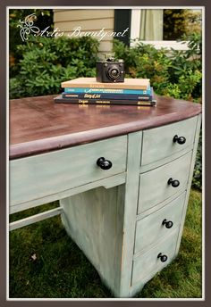 ART IS BEAUTY: Simple and Sweet Desk Makeover http://arttisbeauty.blogspot.com/2013/09/simple-and-sweet-desk-makeover.html