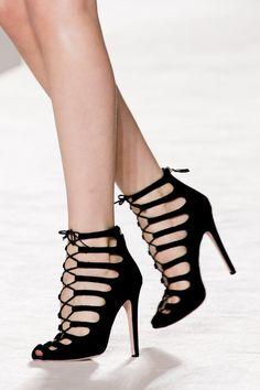 Giambattista Valli | Fall 2014 Ready-to-Wear Collection | Style.com #dress #detail