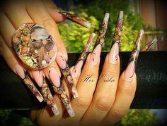 Matching jewelry and nail art, stiletto