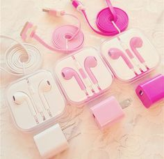 Does Apple actually offer PINK headphones? Cute Headphones, Wireless Headphones, Mobile Accessories, Iphone Accessories, Apple Mobile Phones, Pink Mobile, Mode Kawaii, Accessoires Iphone, Ipad