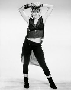 Regardless of the to present Madonna Rules the Style Kingdom! - Icon People - Ideas of Icon People - Regardless of the to present Madonna Rules the Style Kingdom! Boyfriend Look, Moda Rock, Look 80s, Madona, 80s Costume, Rock Costume, Fashion Mode, Teen Fashion, 80s Rock Fashion