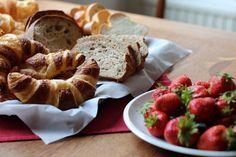 Frühstück Gipfeli und Erdbeeren - photography - food Ⓒ PASTELPIX