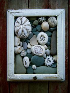rock art ~ DIY ~ paint and distress wooden frame and customize the rock arrangement to your liking. Could add interest to the side of our garage. Stone Crafts, Rock Crafts, Arts And Crafts, Diy Crafts, Seashell Crafts, Beach Crafts, Deco Nature, Ideias Diy, Shell Art
