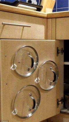 Even more household 'hacks' to make your life easier You'd be potty not to try: For simple storage of pot and pan lids, use plastics hooks to store them on the inside of cupboard doors - Small Kitchen Ideas Storages Diy Kitchen Storage, Kitchen Hacks, New Kitchen, Kitchen Decor, Kitchen Themes, Kitchen Ideas, Kitchen Gadgets, Home Storage Ideas, Kitchen Dining