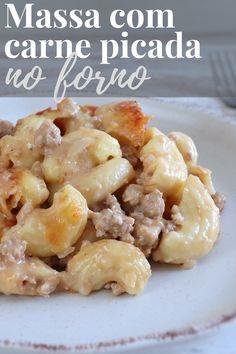 Se gosta de receitas de massa no forno e quer preparar uma refeição simples para o almoço ou para o jantar esta receita de massa com carne picada no forno é sem dúvida uma excelente opção para si! Misture a carne picada, a massa e o molho béchamel, polvilhe com queijo ralado e leve ao forno. Bom apetite!!! #receita #massa #carne #forno Baked Macaroni Recipe, Macaroni Recipes, Meat Recipes, Pasta Recipes, Macaroni And Cheese, Cooking Recipes, Healthy Recipes, Healthy Food, One Pot Meals