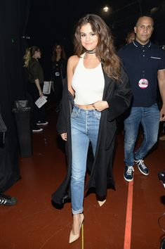 Selena Gomez rocked a pair of skinny jeans, a tank, and a duster coat.