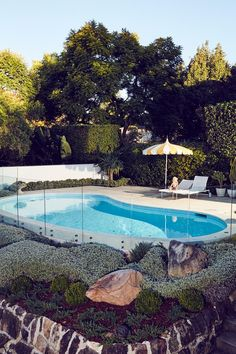 Friday pool dreaming & its winter! Who would of thought ☀️ Gorgeous shot of Michelle & Tim Ross' swimming pool Photo Pool Pavers, Pool Fence, Garden Pool, Terrace Garden, Landscaping With Rocks, Pool Landscaping, Backyard Pools, Real Living Magazine, Pool Landscape Design