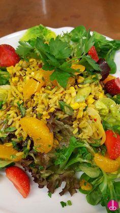 Curry-Reis-Salat mit Gemüse und Mandarinen-Orangen