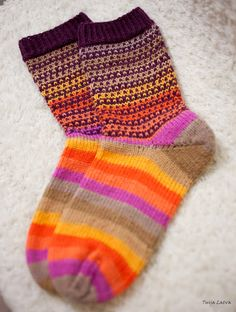 Raitasukkapläjäys | Tuijan jutut Socks, Fashion, Moda, Fashion Styles, Sock, Stockings, Fashion Illustrations, Ankle Socks, Hosiery