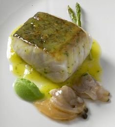 Show Cooking and Fine Dining in Bilbao with Taste Northern Spain Cod Fillet Recipes, Fish Recipes, Seafood Recipes, Cooking Recipes, Healthy Recipes, Bolo Panda, Basque Food, Five Course Meal, Fish Dishes