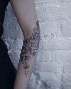 """""""#floraltattoo #floral #blacktattooing #tats #tattoo #tattoos #tattooed #tattooartist #botanical #blackwork #blxckink #blacktattooart #blacktattoos…"""" (placement)"""