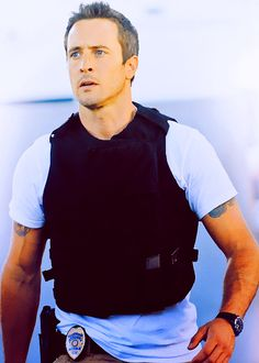 Alex O'Loughlin: the fact he plays a cop makes him that much hotter!!