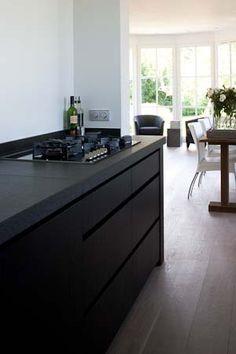 All black kitchen design Kitchen Shop, New Kitchen, Kitchen Interior, Interior Design Living Room, Living Room Designs, Kitchen Dining, Black Kitchens, Home Kitchens, Scandinavian Kitchen