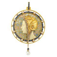 Art Nouveau Pendant by Masriera Hermanos, circa 1900 fashioned of Gold, Plique-a-Jour Enamel, Diamond, Sapphire and Pearls Bijoux Art Nouveau, Art Nouveau Jewelry, Jewelry Art, Fine Jewelry, Jewelry Design, Gold Jewelry, Enamel Jewelry, Antique Jewelry, Vintage Jewelry
