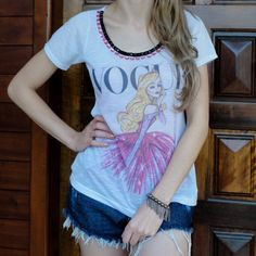 camiseta-estampada-princesa-vogue-bordada-pedrarias-comprar