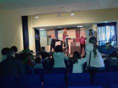 """Día do Libro na Biblioteca Municipal de Quiroga. Espectáculo """"Cantamos un Conto?"""" de Luis Vallecillo"""