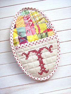 cute potholder! love the patchwork, and the shape!