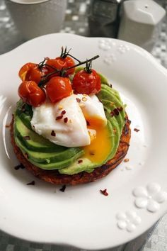 German There is a delicious brunch with sweet and savory dishes … - Herzhaft Poached Eggs, Savoury Dishes, Tasty Dishes, Sweet Potato Rosti, Breakfast Plate, Breakfast Recipes, Brunch Dishes, Snacks Für Party, Fat Burning