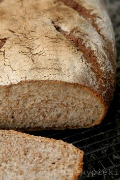 Polski chleb (na zakwasie) Polish sour dough bread the best bread you ever try. Pan Bread, Bread Baking, Bread Maker Recipes, Polish Recipes, Polish Food, Our Daily Bread, Happy Foods, Sourdough Bread, Holiday Desserts