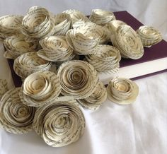 Book page roses. Set of 30 paper roses. Recycled Costumes, Recycled Dress, Recycled Art, Newspaper Dress, Newspaper Crafts, Book Page Roses, Paper Fashion, Recycled Fashion, Paper Roses