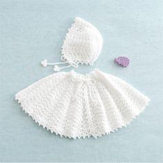 赤ちゃんの退院やお宮参り、ハーフバースデーなど セレモニーにお薦めの、エレガントな白いボンネットとケープ。 0~6ヶ月のベビー向け。(50~70cmサイズ) ここではケープの作り方を紹介。(別レシピにてボンネットの作り方を紹介しています!) Baby Knitting, Crochet Baby, Japanese Nail Art, Cool Baby Stuff, Winter Hats, Handmade, Crafts, Fashion, Moda