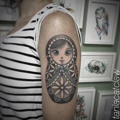 #matrioska #matrioskatattoo #tattrx #equilattera #sacredgeometry #iblackwork #inkaddict #blxckink #tattooart #supportgoodtattooing #ink #inkedup #girlswithtattoos Tattoo shared by taniacatclaw