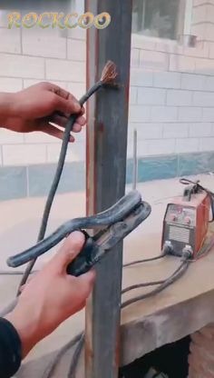 wood projects projects diy projects for beginners projects ideas projects plans Welding Gear, Diy Welding, Welded Metal Projects, Welding Projects, Wood Projects, Woodworking Crafts, Woodworking Tools, Welding Ground Clamp, Metal Bending