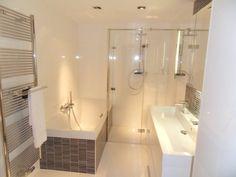 Handige badkamer indeling. Ook materiaal vind ik mooi..