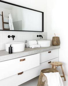 Love the simplicity of this gorgeous bathroom sink unit. Bathroom Countertop Design, Bathroom Sink Units, Bathroom Toilets, Cute Home Decor, Cheap Home Decor, Home Decor Items, Home Decor Accessories, Bad Inspiration, Bathroom Inspiration