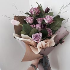 Image about cute in Flowers 🌹 Plants by ♡ann. How To Wrap Flowers, Bunch Of Flowers, My Flower, Beautiful Flowers, Bouquet Wrap, Hand Bouquet, Arte Floral, Flower Aesthetic, Flower Boxes