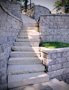 Sep 2019 - Trendy stone landscape design w/ St. Mary Cream stone cut steps & retaining wall block for beautiful backyard hill stone steps. Short Plants, Tall Plants, Rustic Outdoor Decor, Landscaping Work, Florida Landscaping, Small Outdoor Spaces, Patio Wall, Different Plants, Landscape Design