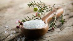 7 Πράγματα που Μπορείτε να Καθαρίσετε Μόνο με Αλάτι Make Your Own, Make It Yourself, How To Make, Magnesium Oil, Camembert Cheese, Health, Tips, House, Salads