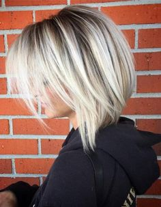 Platinum Blonde Balayage Lob Straight balayage ❤ Getting balayage hair is a great investment for your stylish look. See how variously you can freshen your base with a new shade. Balayage Lob, Hair Color Balayage, Blonde Hair Colour, Haircolor, Blonde Highlights Short Hair, Color Streaks, Medium Hair Styles, Curly Hair Styles, Short Styles
